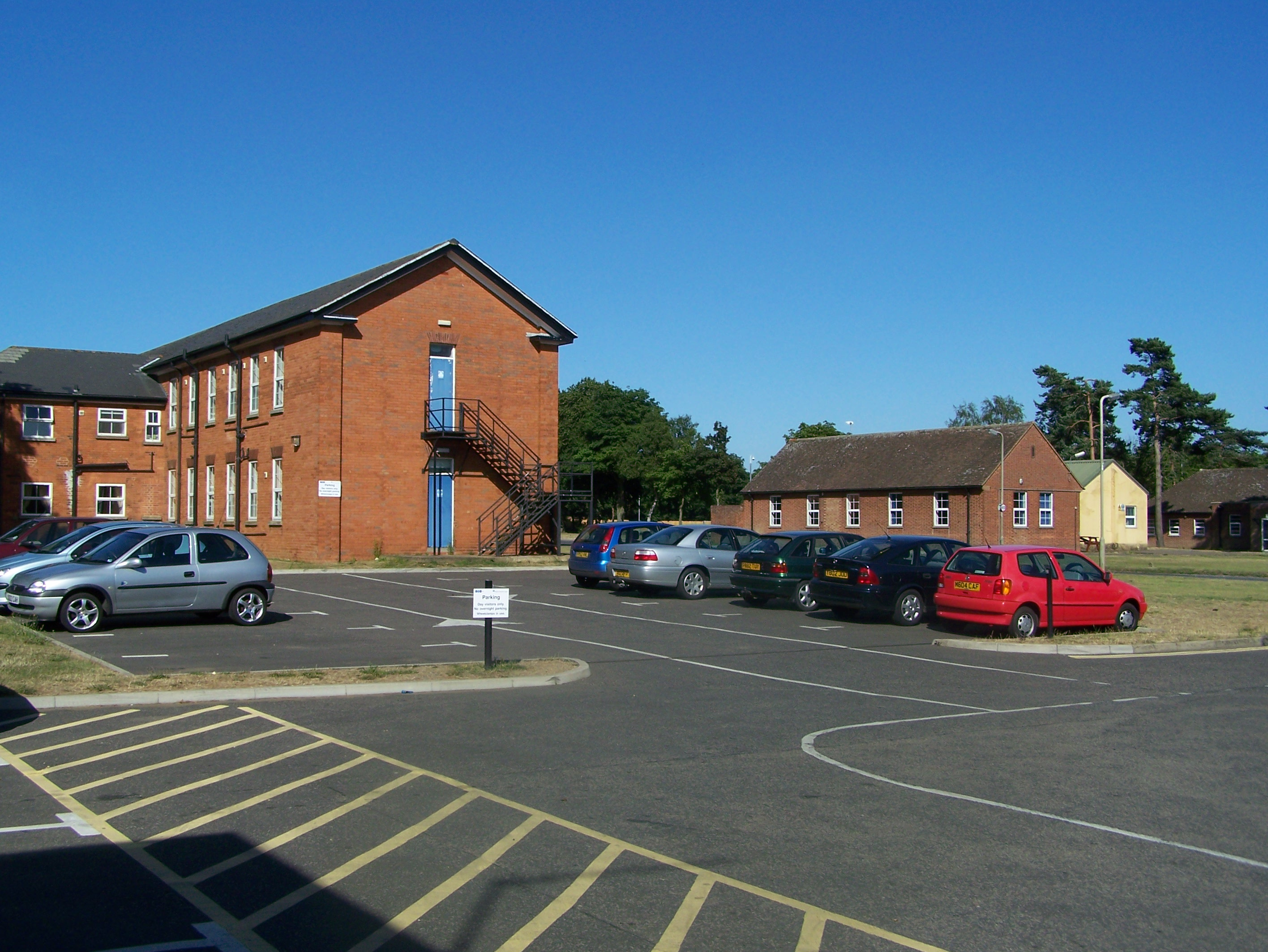 Mixed period design support buildings now used by the CITB 15:07:2006.JPG