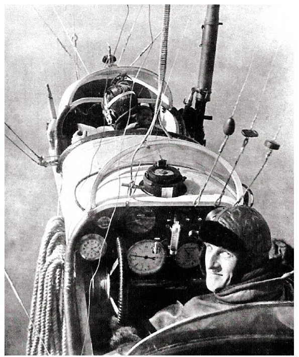 pilot-and-wireless-observer-flying-ssz6.
