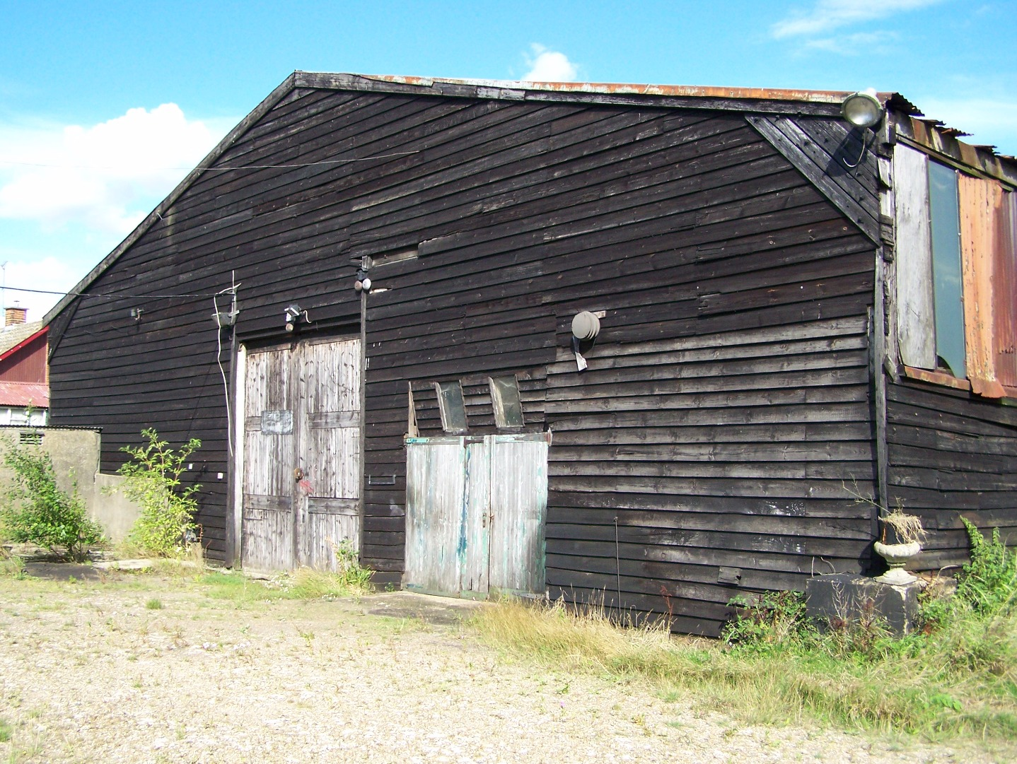Original North Weald First World War hangar at Morton, 20:8:2006. Has now been dismantled.JPG