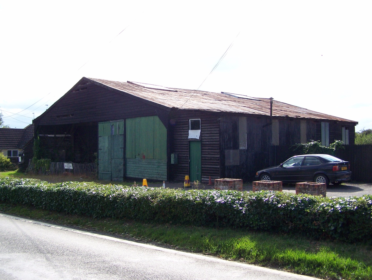 Original North Weald First World War hangar at Morton, 20:08:2006. Has now been dismantled.JPG