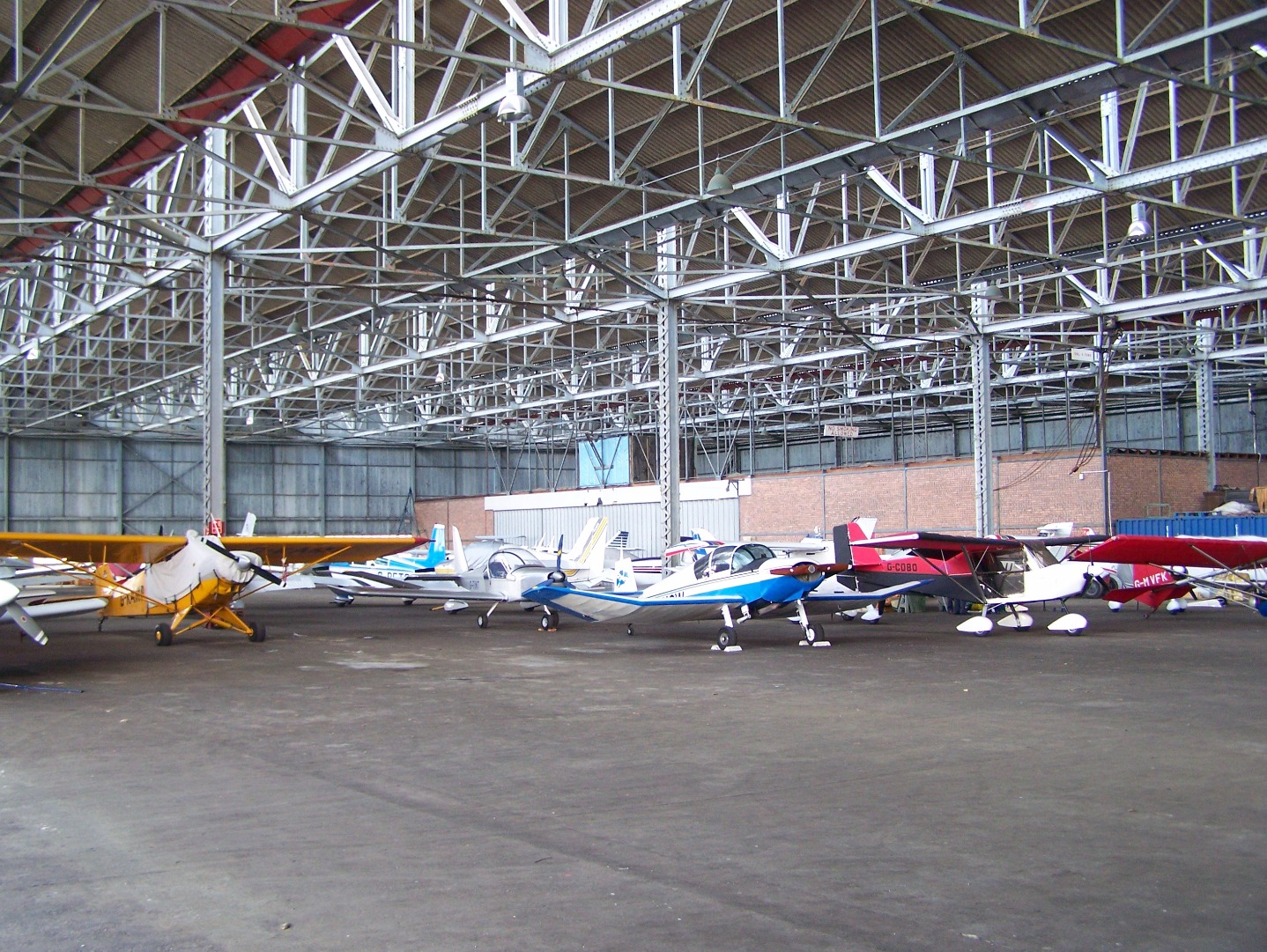 Interior of main hangar (29:05:2008).JPG