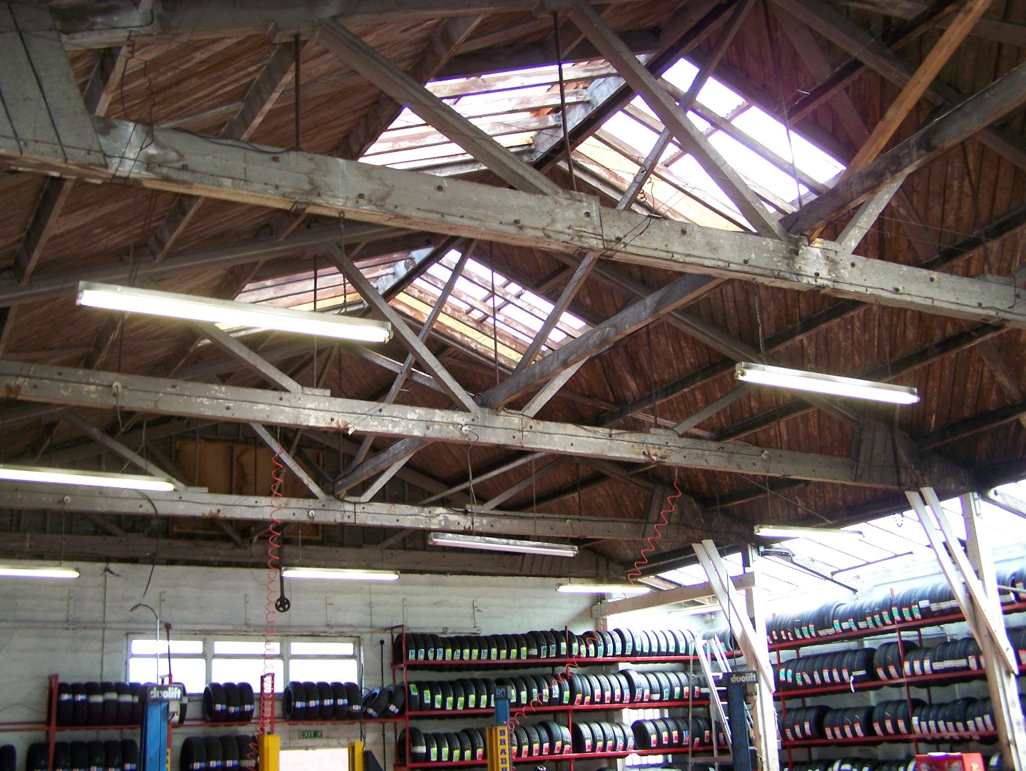 Interior of hangar showing wooden roof trusses 14:07:2006.JPG