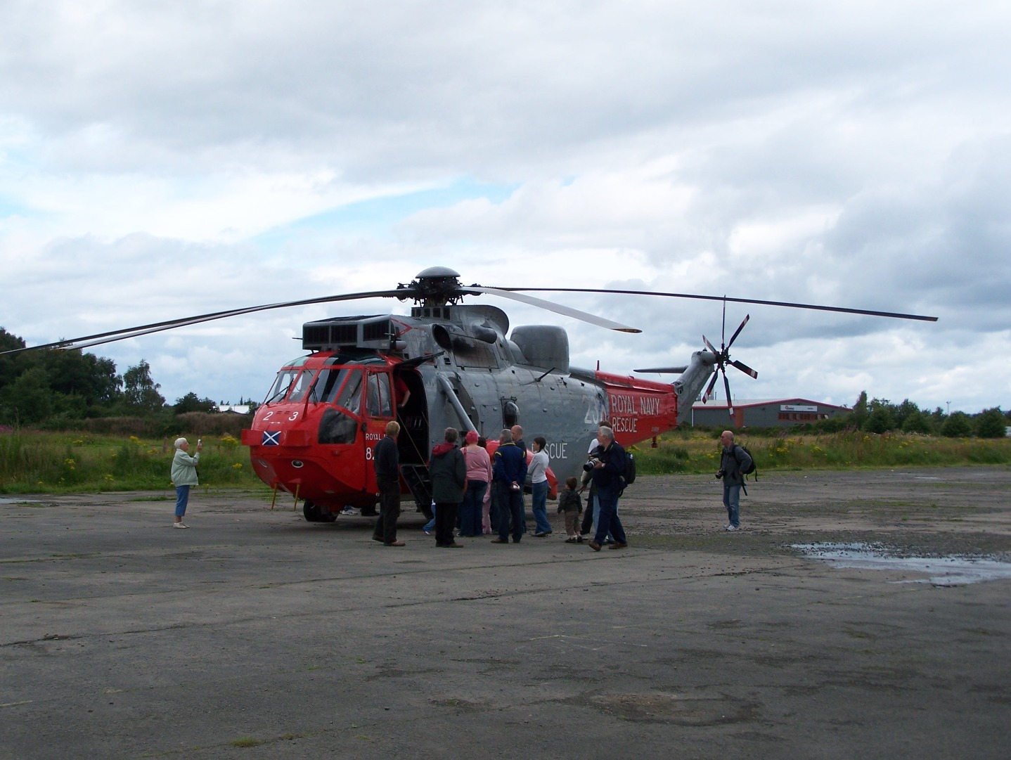 006Royal Navy Westland Sea King from HMS Gannet at Prestwick landed nearby on a former section of runway (27:07:2007).JPG
