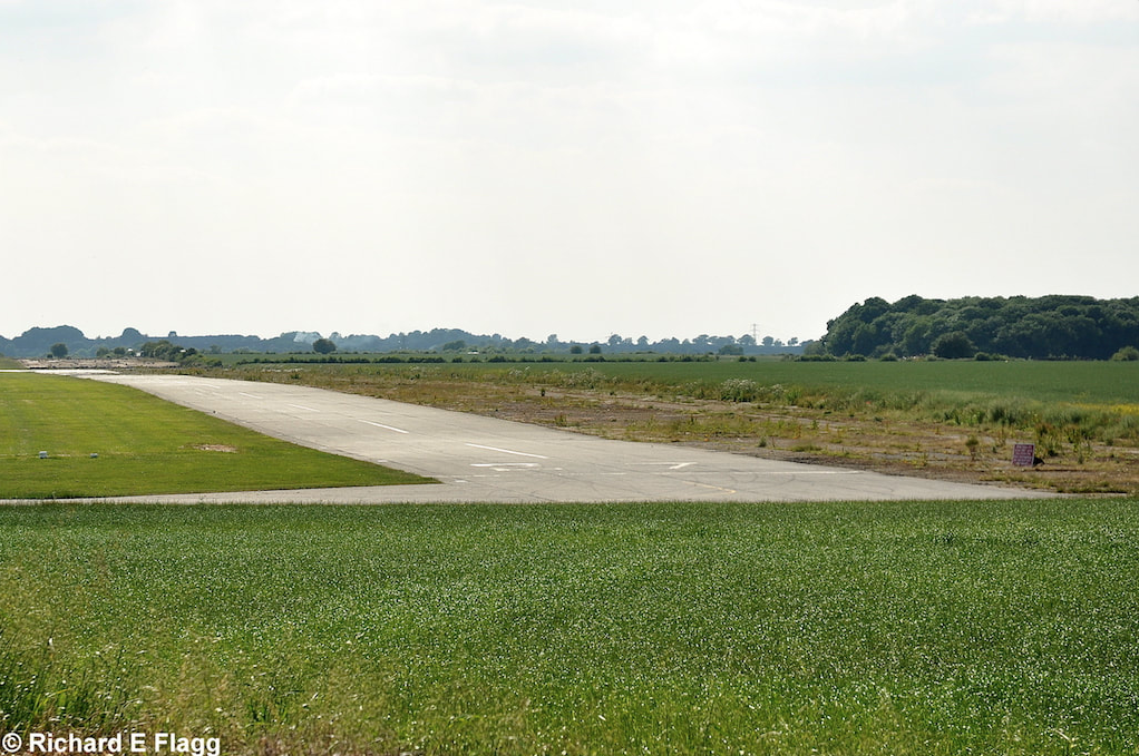 004Runway 10:28 (now 09:27). Looking west from the runway 28 threshold - 25 June 2010.png