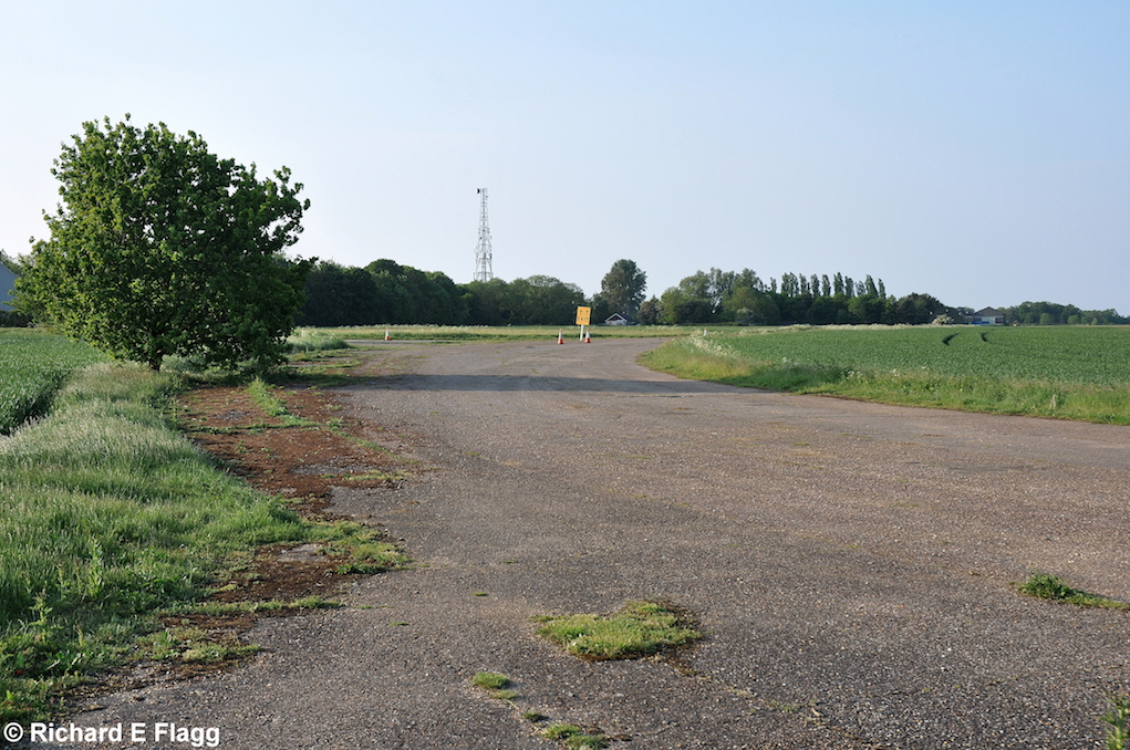 005Taxiway at the west of the airfield. Looking north from near the runway 06 threshold - 18 May 2014.png