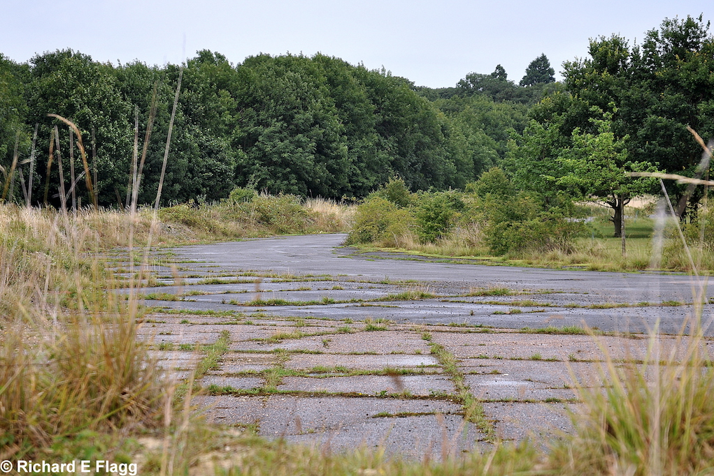 009Taxiway at the west of the site. Looking north from Longstanton Road - 21 July 2009.png