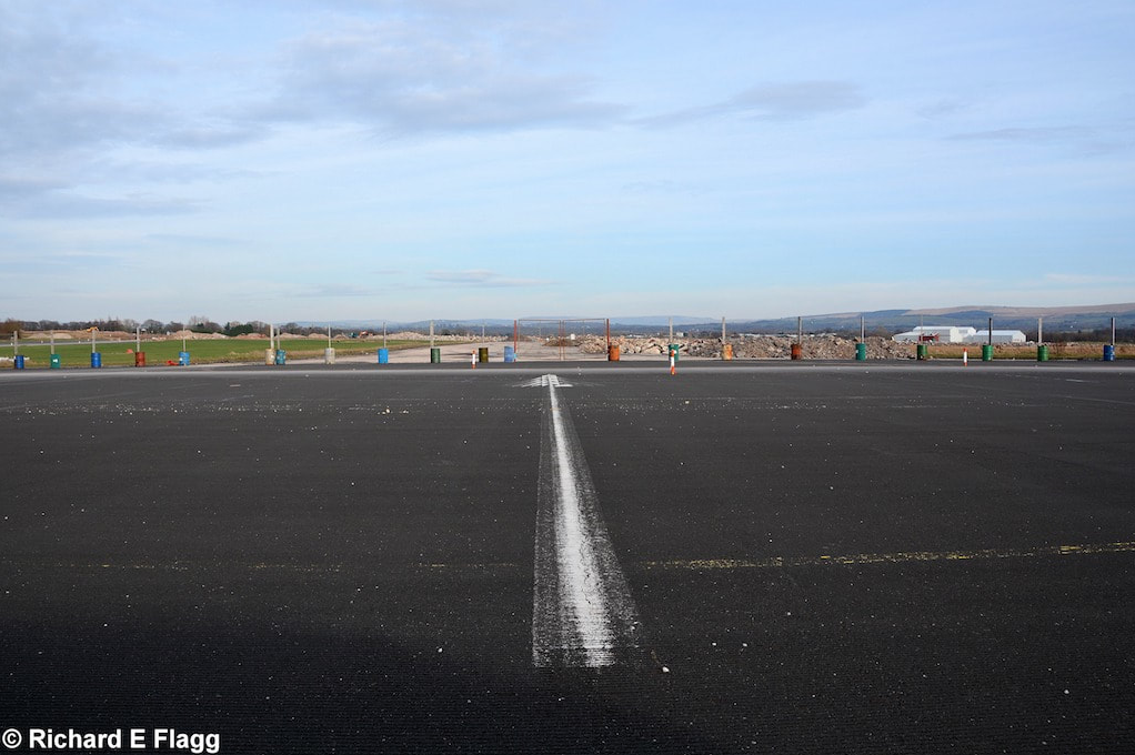 005Runway 07:25. Looking north west from the runway 07 threshold - 16 February 2016.png