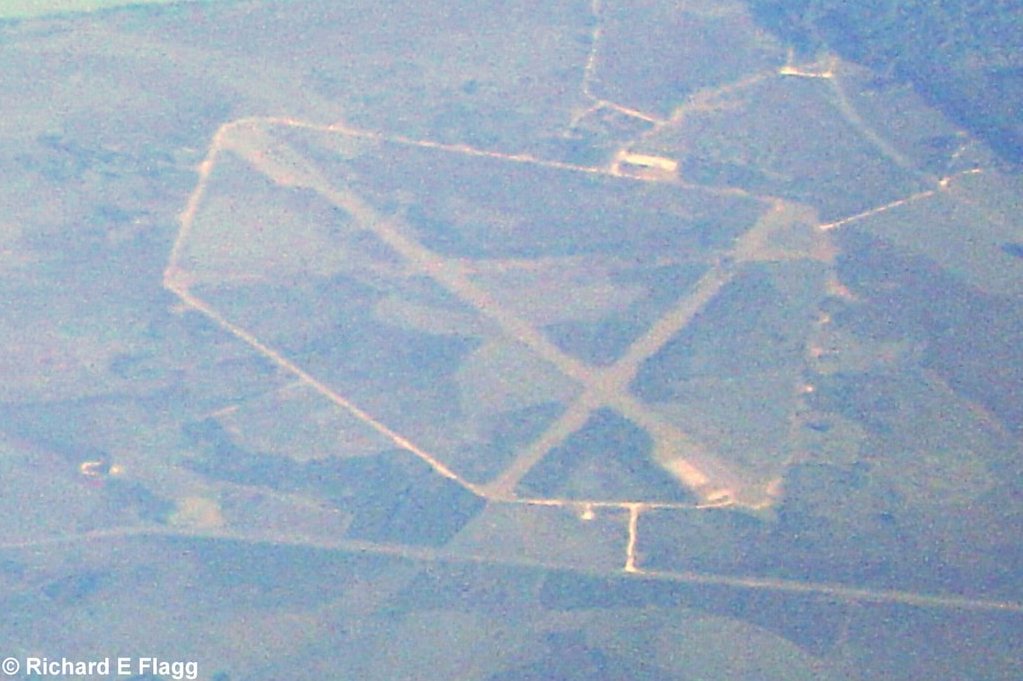 001Aerial View of Beaulieu Airfield - 22 June 2005.png