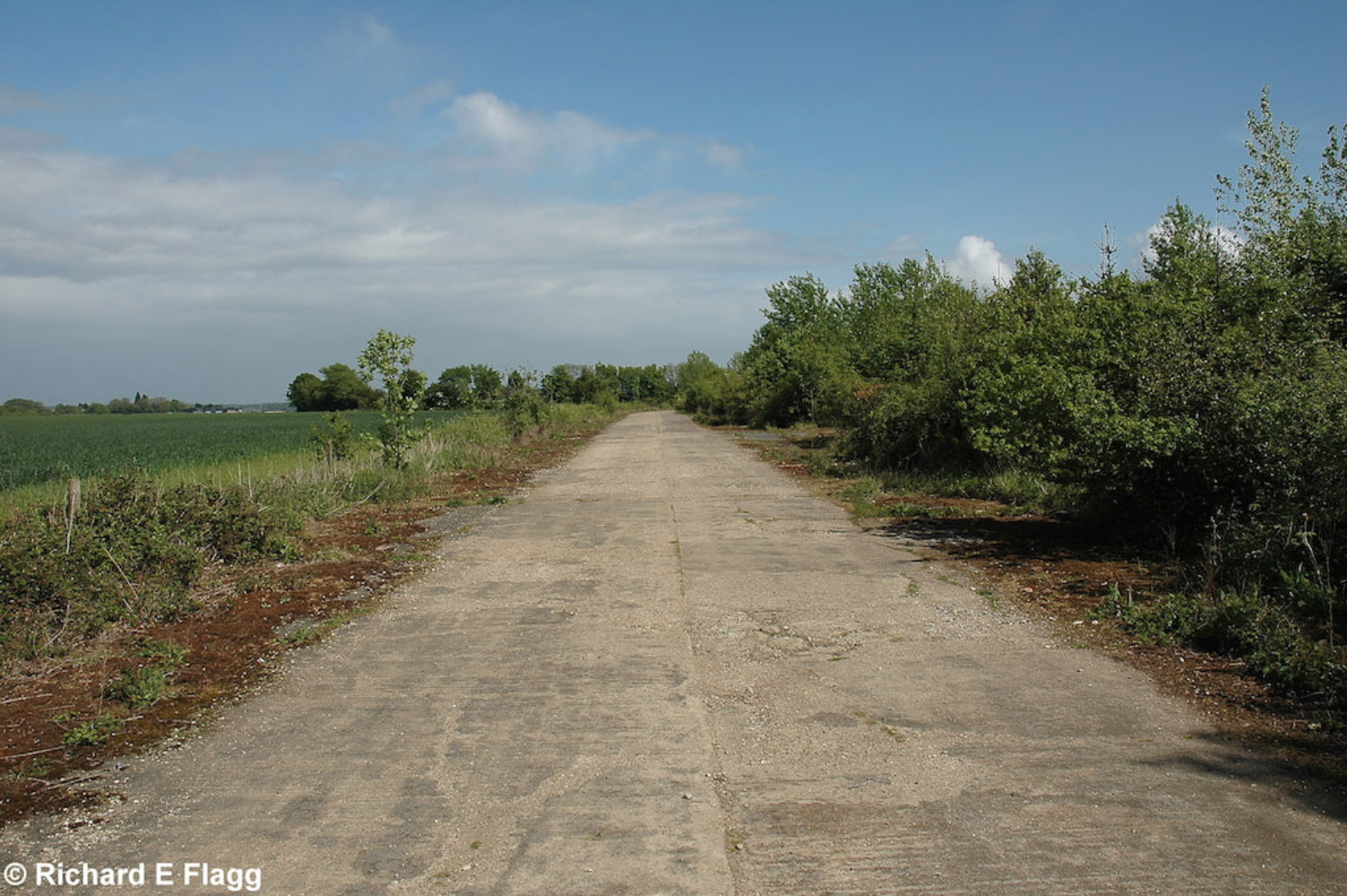009Taxiway at the north of the airfield. Looking east - 16 May 2009.png