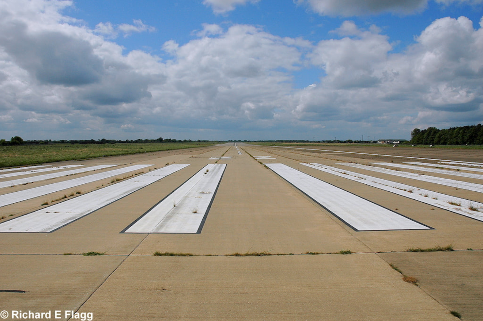 009Runway 04:22. Looking south west from the runway 22 threshold - 18 May 2008.png
